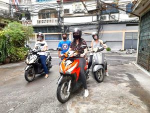 group automatic motorbike driving lesson